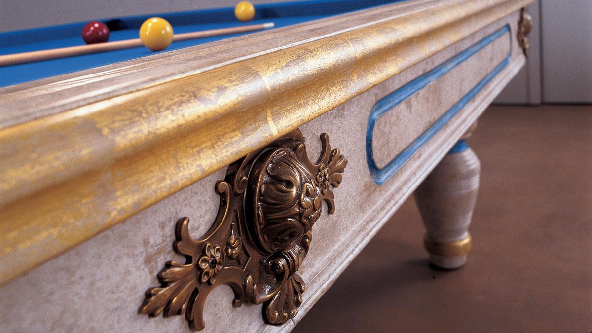 Biliardo con buche Duccio con decorazioni patinate e oro anticato